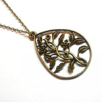 Metal flower pig pendant necklace